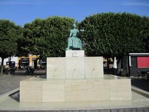 Statue of Erik of Pomerania in Helsingør